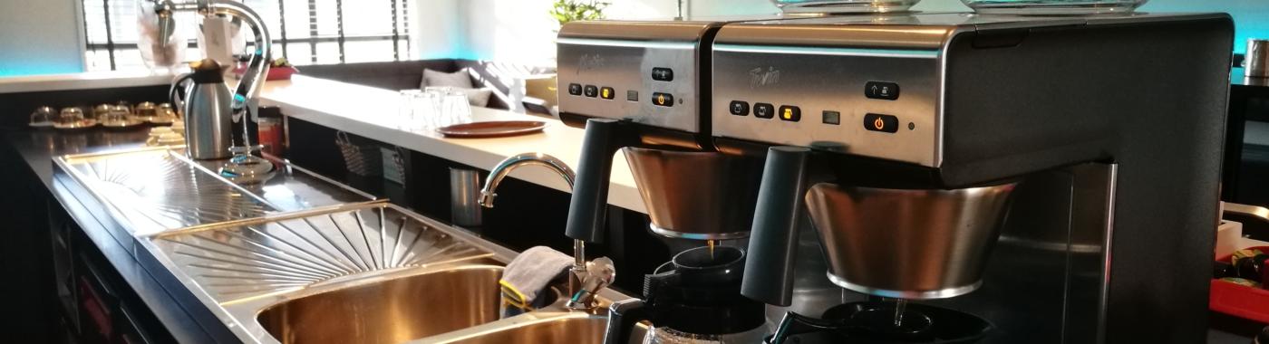 Koffiezetapparaat op bar