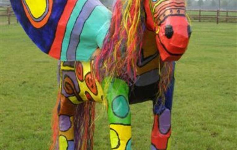 Ivoor Aventurijn Papier Maché Paard